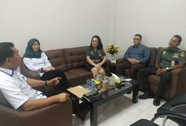 BNNP Kalimantan Timur - DR. R Hardjanto dengan Dua orang dokter yaitu dr. Ragu Rahman, Sp.KJ dan Ibu dr. Olifia,Sp.PK. lakukan kunjungan Ke BNNK Balikpapan