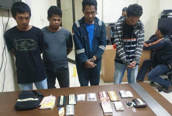 BNNP Kaltim - Bidang Pemberantasan BNNP Kaltim dan BNNK Samarinda Telah Mengamankan Empat Orang yang di duga sebagai Kurir atau bandar narkoba di pinggiran kota samarinda .