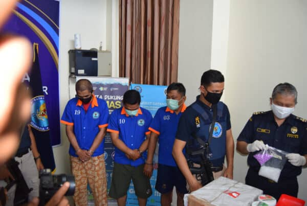 BNNP Kalimantan Timur - Amankan Sabu Sabu Asal Jaringan Riau - Kaltim 2,250 Gram dan 1000 butis extasi